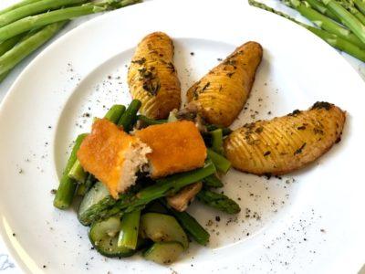Spargelgemüse und Fächerkartoffeln