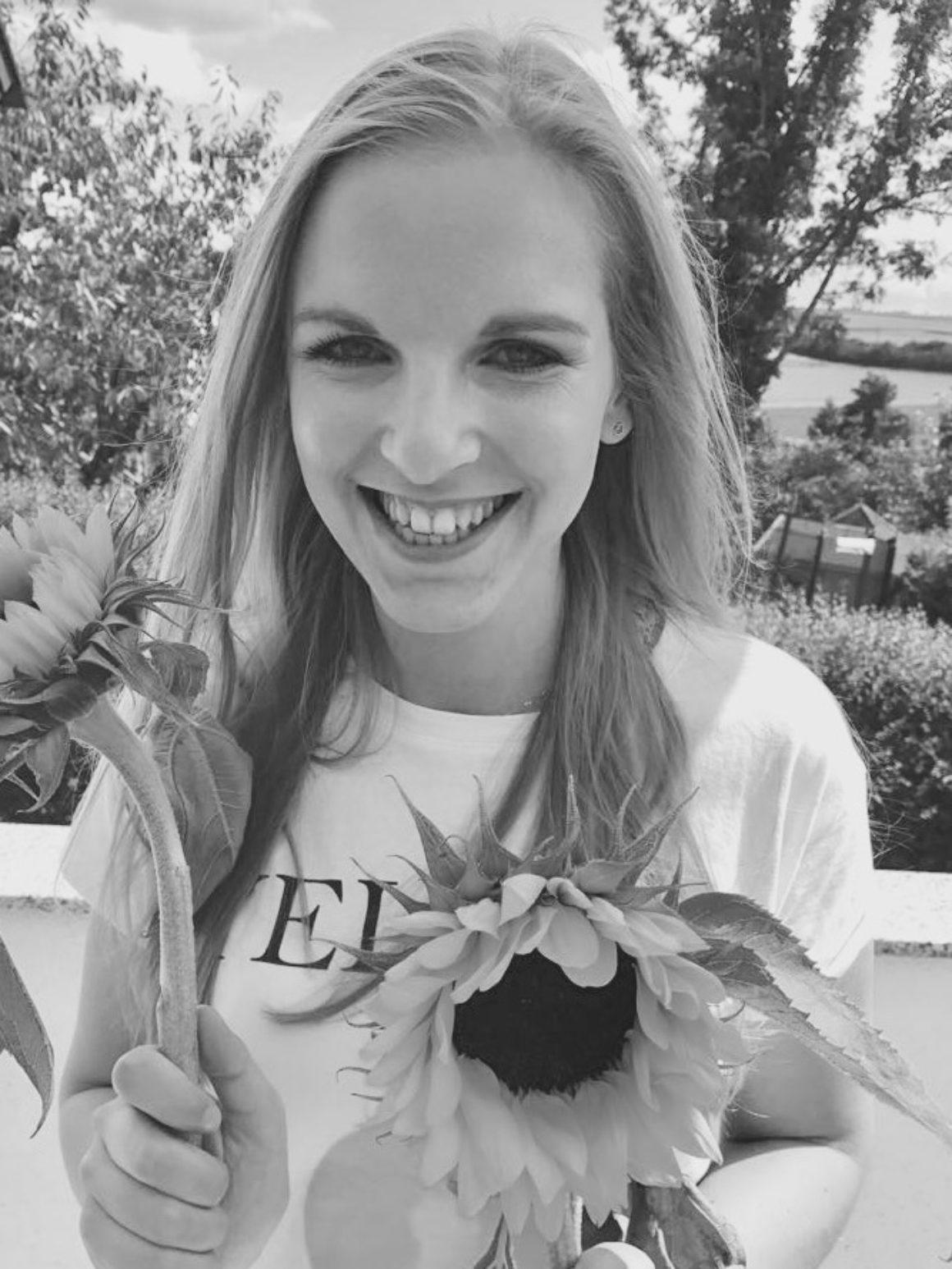 Sarah und Sonnenblumen