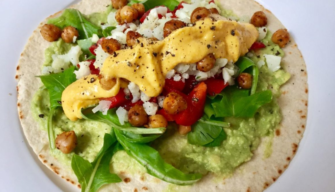 Veganer Wrap mit gebackenen Kichererbsen
