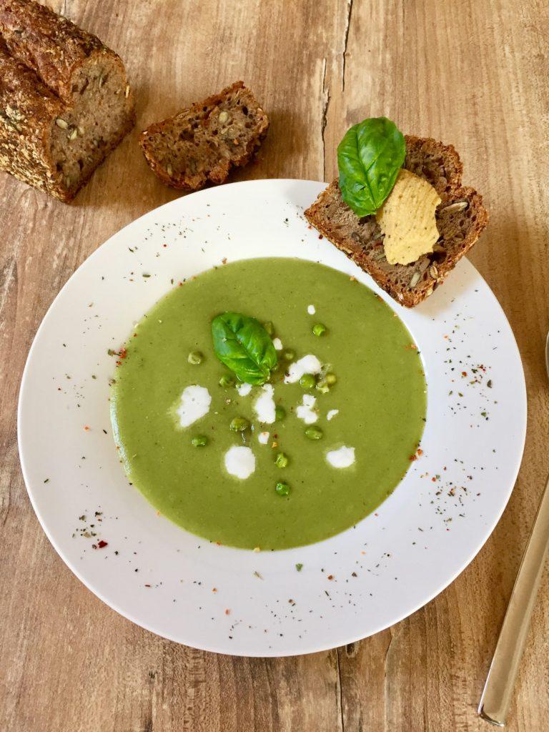 Grüne Gemüsesuppe mit Kokos