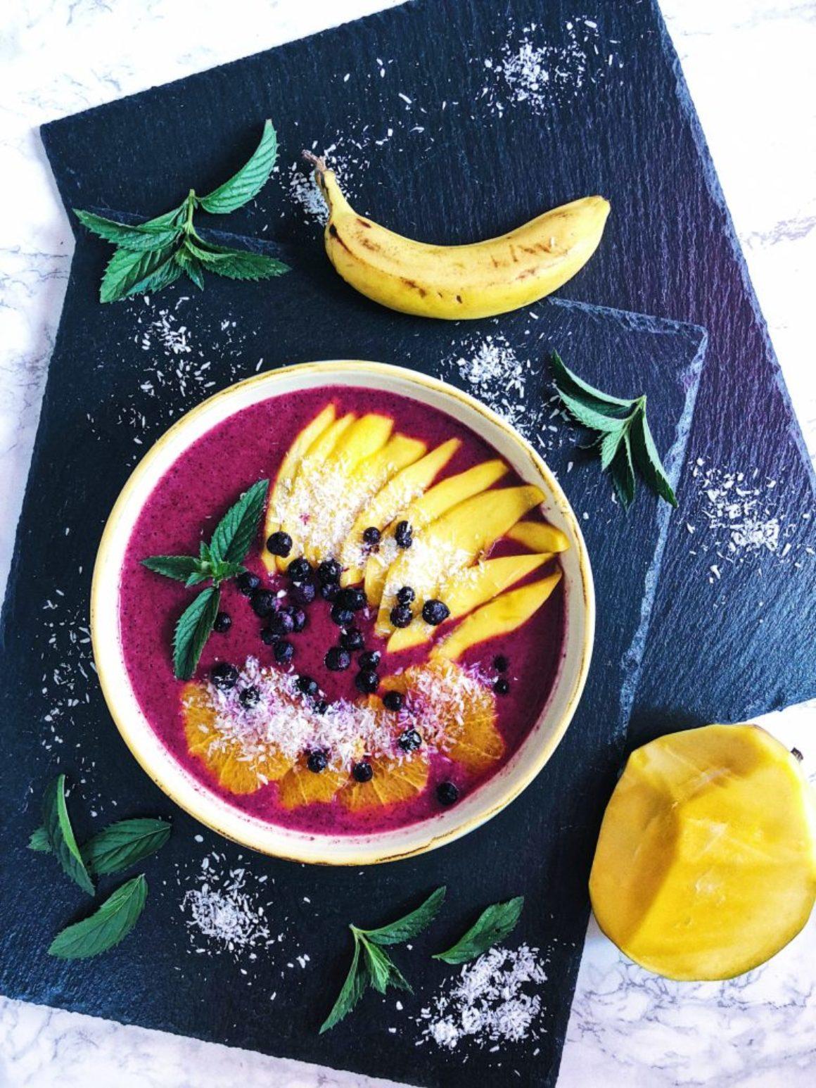 Fruchtiger Beeren-Kokos-Smoothie vegan