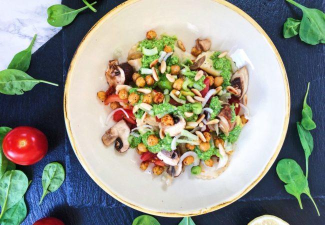 Feuriger Ravioli-Pesto-Salat vegan